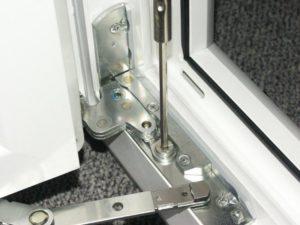 Замена фурнитуры в пластиковых окнах